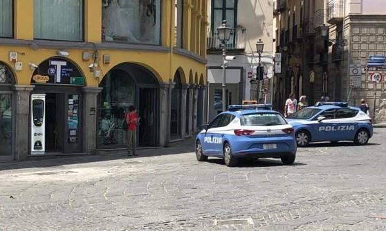 Salerno, rapina a mano armata alla tabaccheria di piazza Portanova