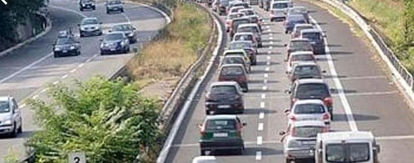 Tamponamento sul Raccordo Salerno/Avellino: nessun ferito ma traffico in tilt