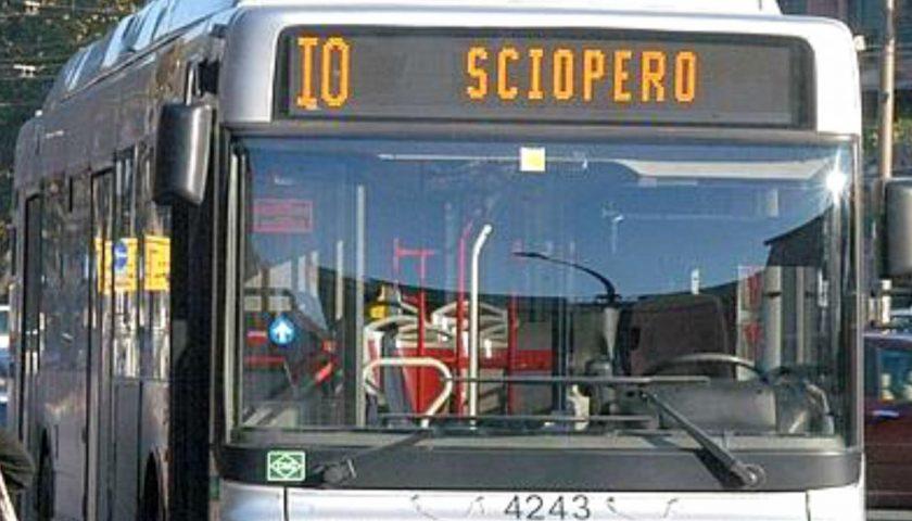 Sciopero di bus, treni, metro e traghetti: mercoledì da incubo per i viaggiatori