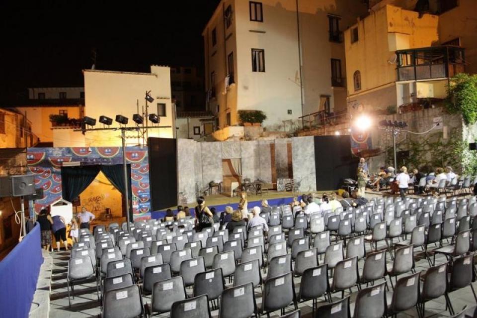 SI PRESENTA LA XXXIV RASSEGNA DEL TEATRO DEI BARBUTI: UN PALCOSCENICO DI  STELLE - il Giornale di Salerno .it