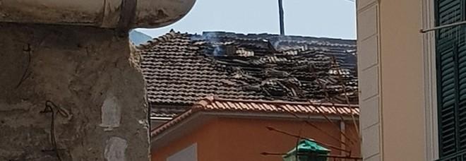 Esplode bombola di gas, distrutto tetto abitazione