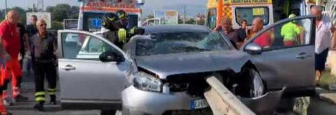 Tragedia: muore infilzata dal guardrail davanti al marito e i due figli