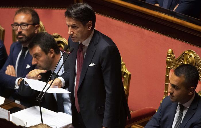 """Conte al Senato: """"Al Colle per dimissioni"""". Salvini: """"Rifarei tutto quello che ho fatto"""""""