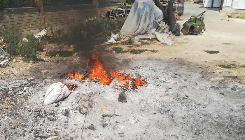 Eboli, combustione illecita di rifiuti, denunciato l'autore