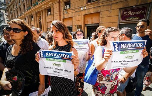 """I navigator in piazza contro De Luca: """"Vogliamo un contratto"""""""