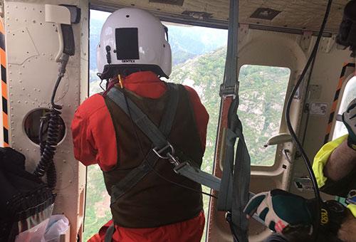 Escursionisti in difficoltà su sentieri Costiera: soccorsi da elicottero Polizia