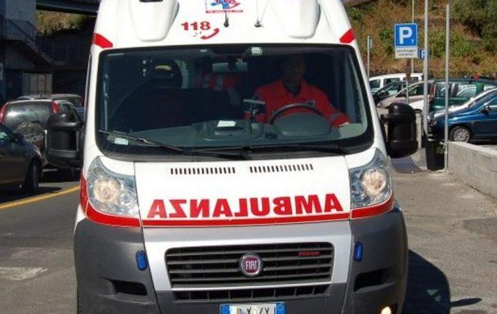 Fa kitesurfing e travolge un bagnante a Eboli