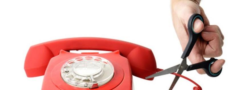 Attenzione alla truffa degli operatori telefonici: linee doppione e bollette gonfiate