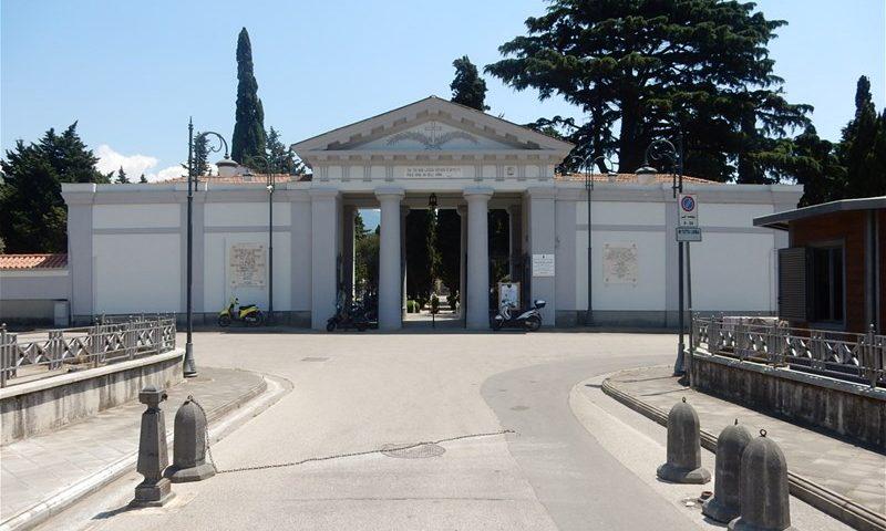 Vento forte, il sindaco di Nocera Inferiore chiude il Cimitero