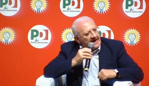 De Luca punge Di Maio: «Pentiti su no vax, vaffa e no tap»