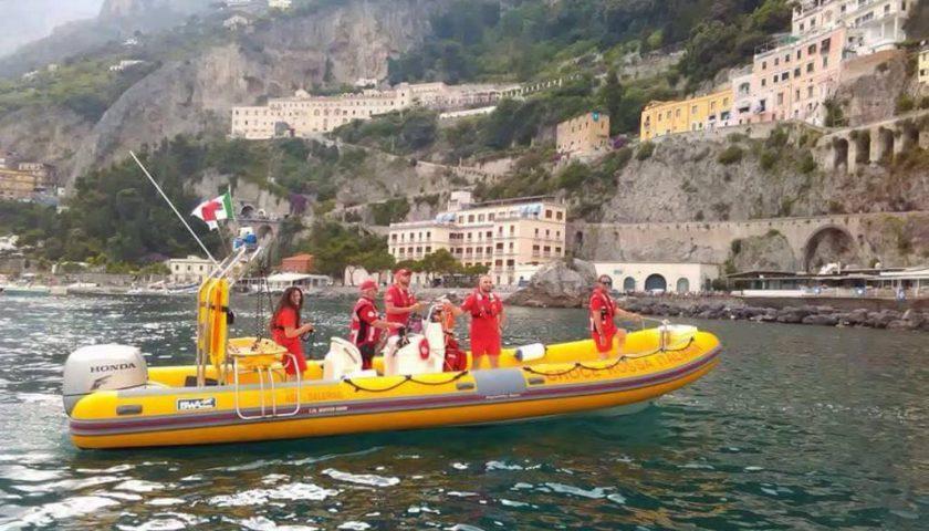 Praiano: turista si tuffa e batte la testa. Soccorso dall'idroambulanza della Croce Rossa Italiana per un trauma cranico