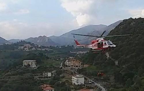 Salerno, nel burrone con auto per 70 metri a Giovi: quattro persone in prognosi riservata