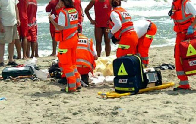 Tragedia a Casal Velino, accusa un malore in mare: muore un 71enne