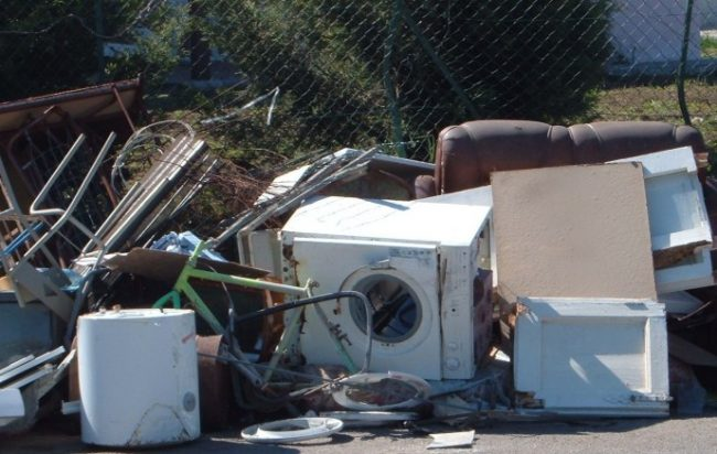 Materiale ingombrante abbandonato: l'appello di Salerno Pulita