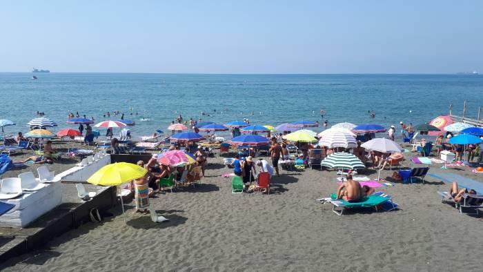 Spiagge libere a Salerno, il Comune studia regole per l'accesso