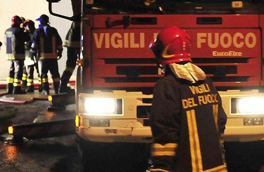 Incendio centro estetico a Mariconda, proseguono le indagini