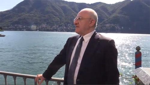 De Luca show a Cernobbio: da Salvini Neanderthal a Di Maio webmaster