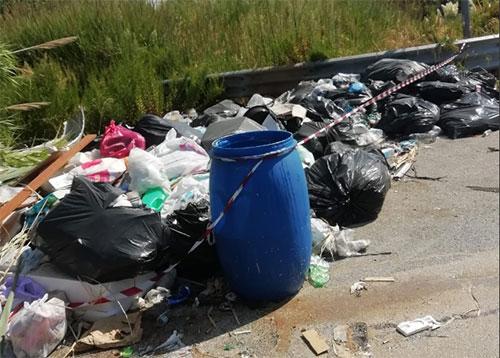 Salerno Pulita, intervento straordinario di rimozione rifiuti sull'Aversana
