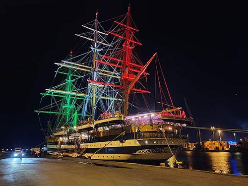 Salerno: al porto c'è l'Amerigo Vespucci