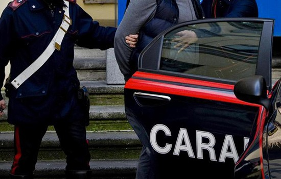 Ai domiciliari continua a spacciare, arrestato 32enne a Salerno