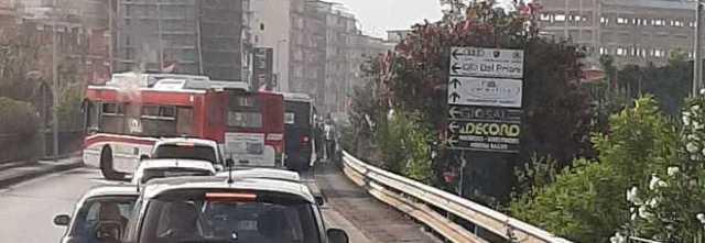 """Busitalia, ancora a fuoco un bus: panico e passeggeri in fuga. Arpino (Filt-Cgil) accusa: """"Parco mezzi vetusto"""""""
