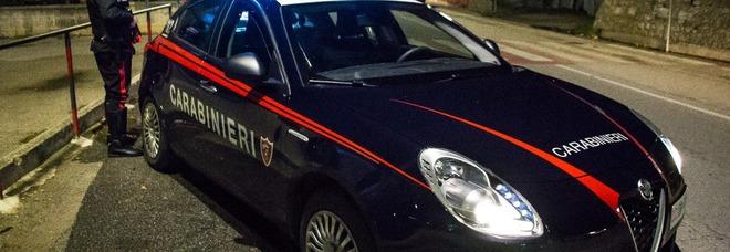 Non si fermano all'alt dei Carabinieri, inseguimento e sparatoria in località Campigliano