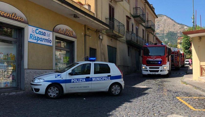 Cava de' Tirreni: vasto incendio in un giardino, evacuata la vicina scuola