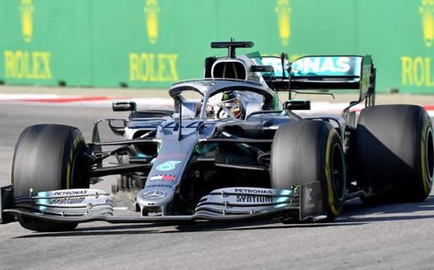 Sochi, Hamilton beffa la Ferrari: vittoria in contropiede. Leclerc 3°