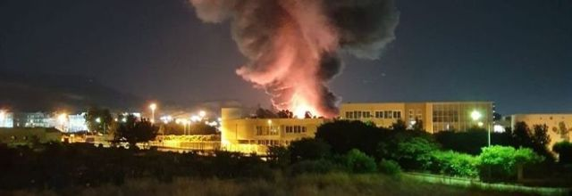 Notte di fiamme a Battipaglia: nube di diossina invade la città