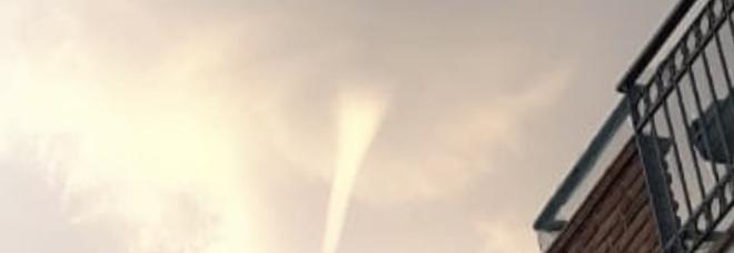 Palinuro, lo strano fenomeno: una tromba d'aria verso l'alto