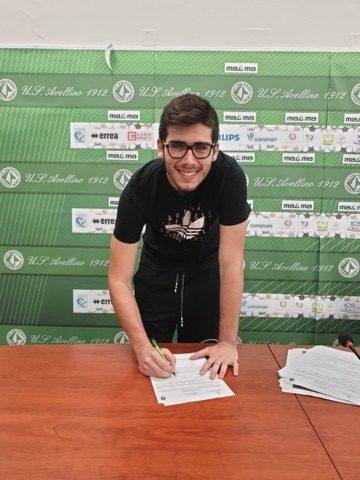Il giovane portiere salernitano Giuseppe Petrone all'Avellino