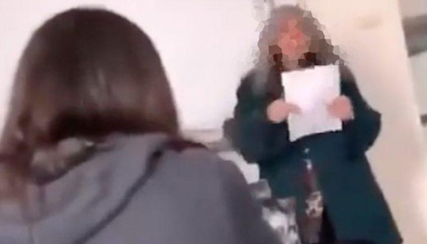 Prof derisa nel video gogna sul web, scatta l'indagine: «È reato»