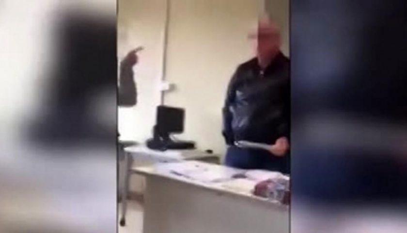 Deriso in classe, la scelta del prof: «Ora basta, lascio la cattedra»