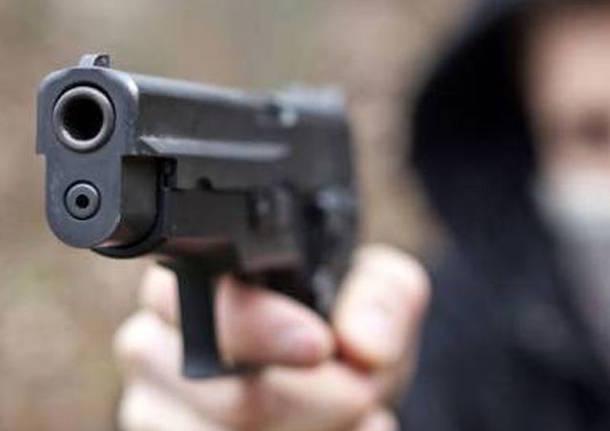 Rapinata ricevitoria del Lotto in via Posidonia a Salerno: bandito in fuga con l'incasso