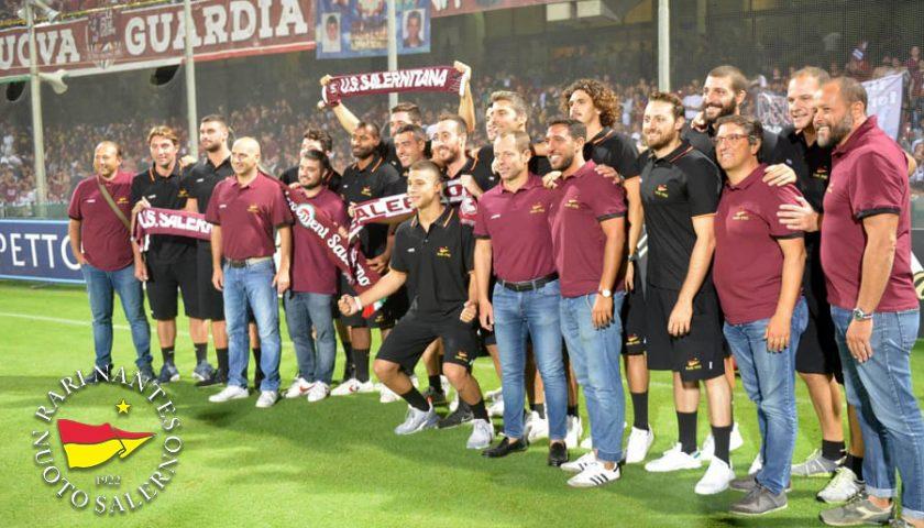 Che emozione il tributo dello stadio Arechi alla Rari Nantes Salerno
