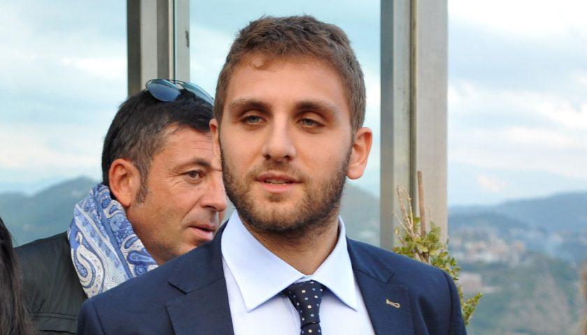 Roberto De Luca torna in campo: domani il taglio del nastro alla sua scuola di politica
