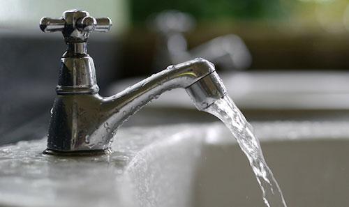Sospensione idrica a Salerno: zona Pastena senz'acqua fino alle 18