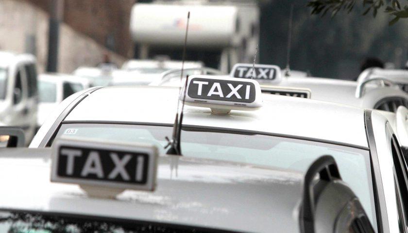 L'associazione taxi chiede la riduzione degli orari di lavoro per tutelare gli operatori