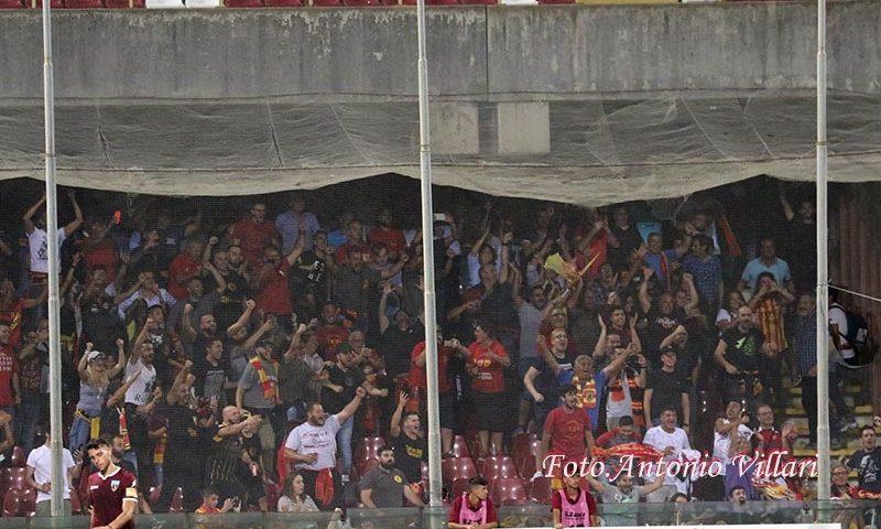 Danni nel settore ospiti dello stadio Arechi, sediolini e bagni vandalizzati dai tifosi sanniti