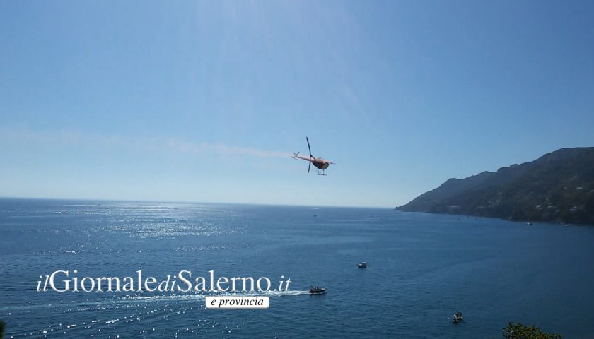 Vietri sul Mare: momenti di paura in spiaggia per le pericolose evoluzioni a bassa quota di un elicottero