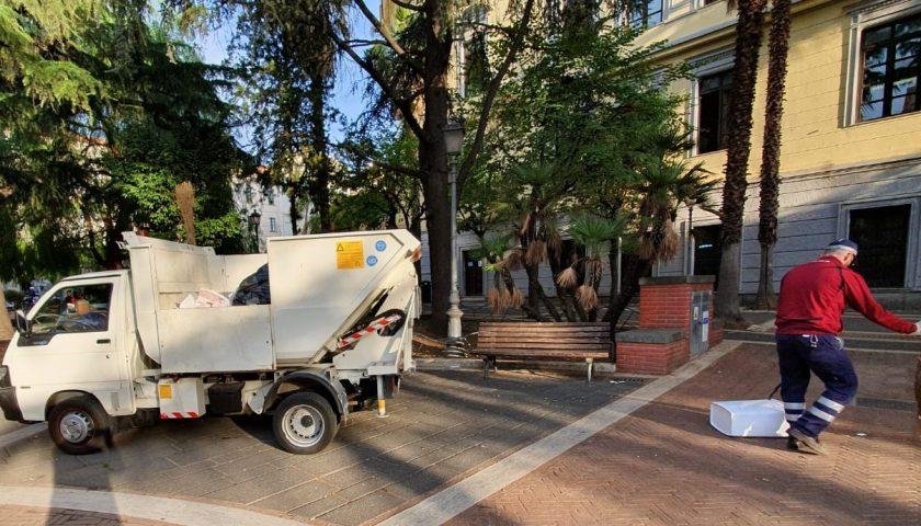 Salerno: sopralluogo del sindaco Enzo Napoli a piazza San Francesco per l'igiene urbana