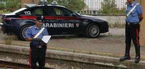 Cava de' Tirreni, insegue extracomunitario in fuga: carabiniere cade su binari e si ferisce