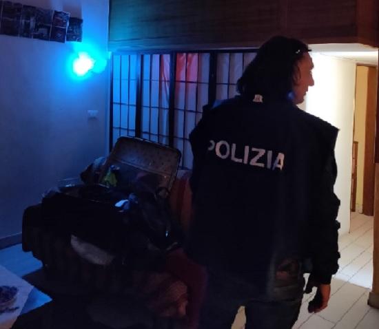 Scoperta un'alcova in centro città: La Polizia denuncia un uomo ed una donna brasiliani per sfruttamento della prostituzione
