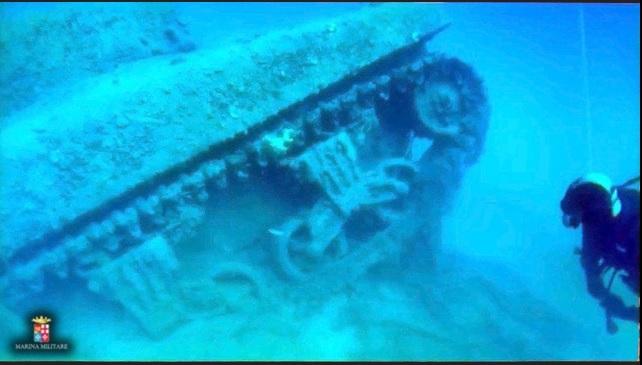 Paestum, nel mare c'è un carro armato americano