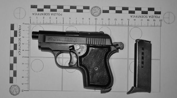 Arrestato pregiudicato in possesso di 2 pistole. Sequestrata eroina del valore di circa 200.000 Euro