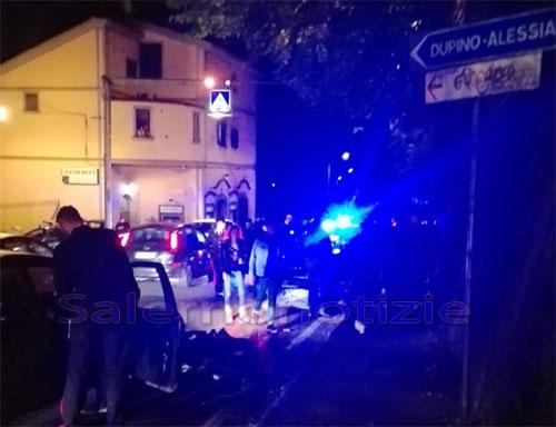 Violento impatto tra auto e scooter sulla strada verso Cava, gravi due giovani