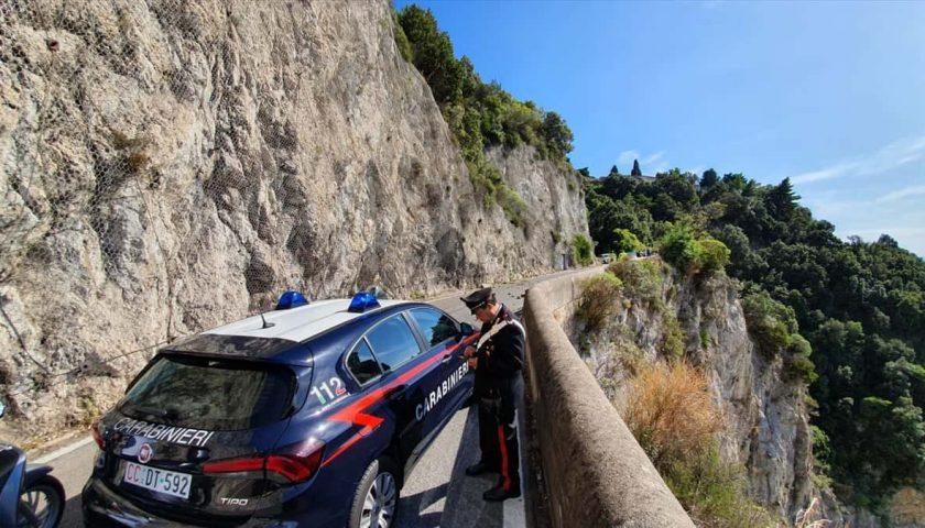 Caduta massi sull'Amalfitana, ANAS ordina chiusura strada: Costiera spezzata in due