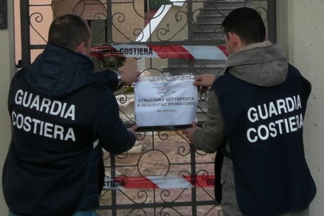 Scoperta a Sapri officina senza denuncia di inizio attività: scatta multa e confisca degli attrezzi