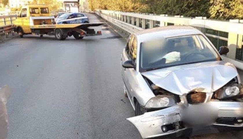 Fugge senza prestare soccorso dopo un incidente stradale: per un 55enne di Cava de' Tirreni scatta la denuncia ed il ritiro di patente