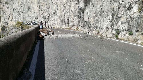 Altro crollo in Costiera Amalfitana: strada chiusa a Maiori